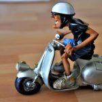 バイクのすり抜けは捕まるの?白バイ警察官に聞いてみた。